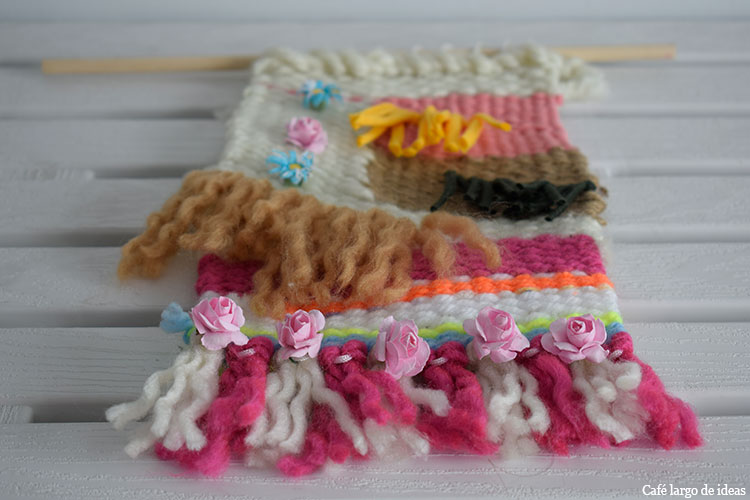 tapiz de lana y trapillo con flores