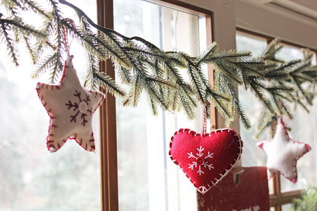 Fun Christmas Decor- Itsy Bits And Pieces