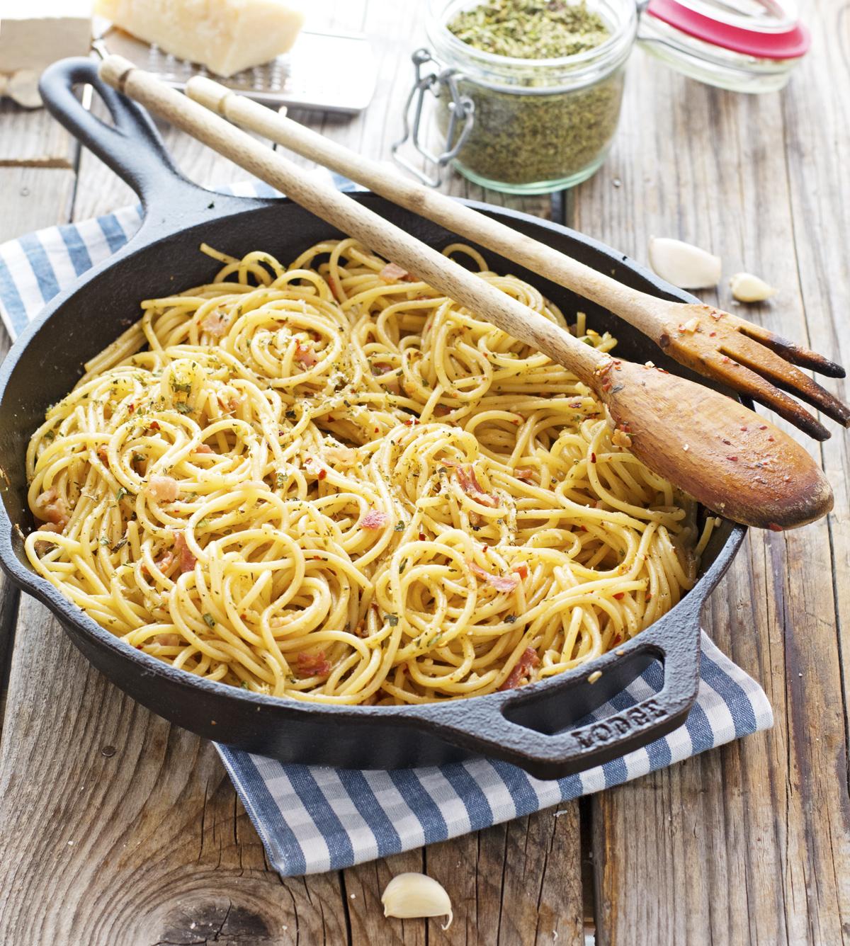 (Easy) Bacon Spaghetti Aglio Olio