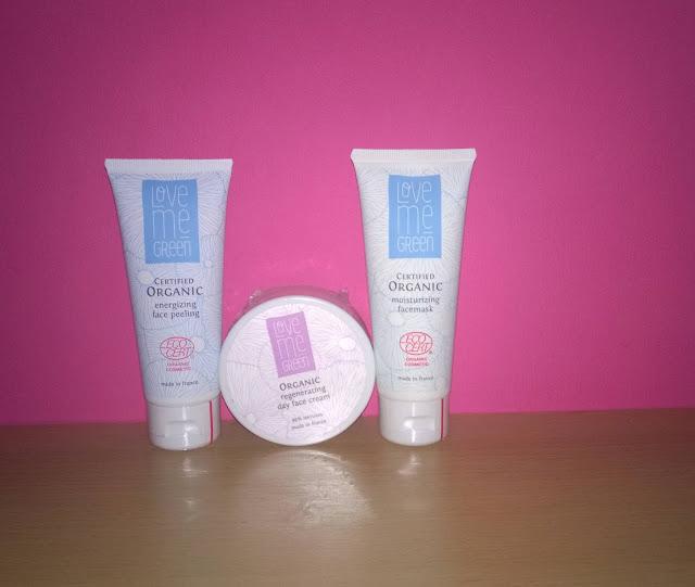 3 verschiedene Produkte für die Gesichtspflege.