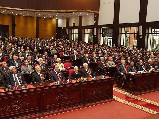 Tổng Bí thư Nguyễn Phú Trọng cùng nhiều lãnh đạo