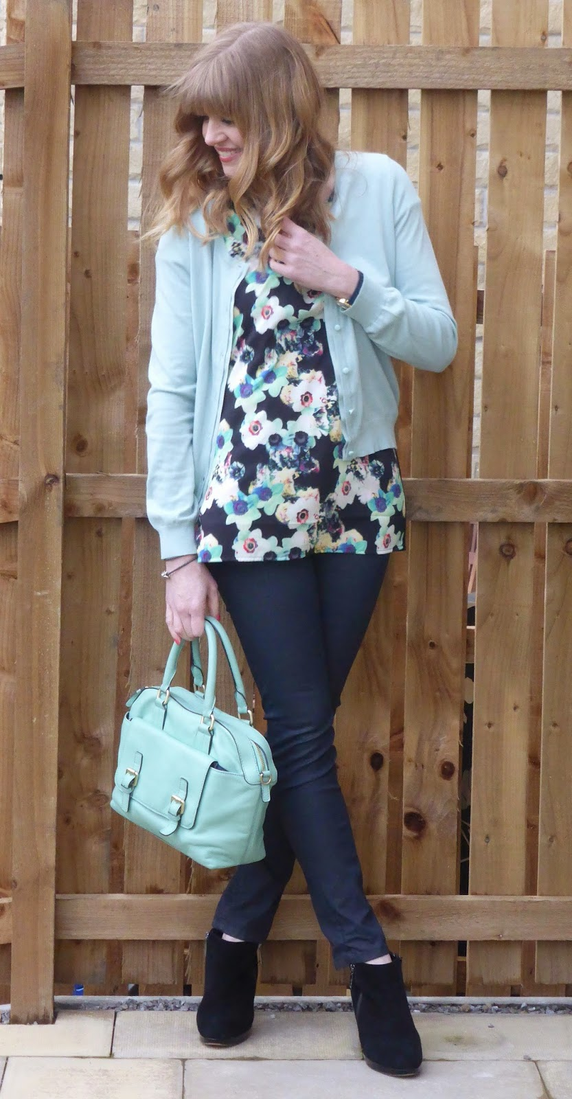 What Lizzy Loves over 40 blogger, over 40 style. 40+ plus style. Wolf & Whistle floral top, graphite coated jeans and aqua cardigan