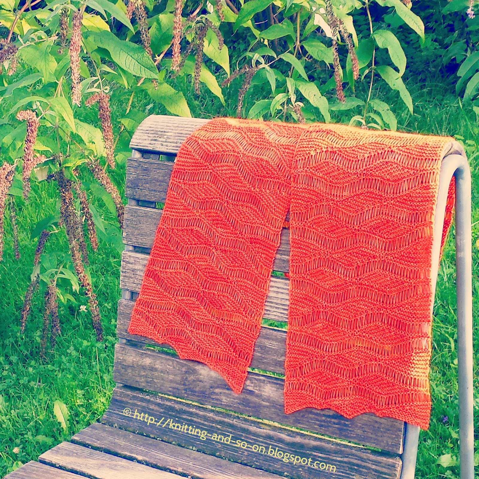 Free knitting pattern: Wellengang Short Row Scarf (http://knitting-and-so-on.blogspot.com)