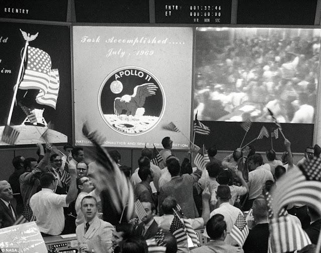PC MADNESS: THE APOLLO 11 MOON LANDING FLAG
