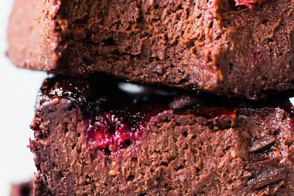 VEGAN FUDGY RASPBERRY BROWNIES