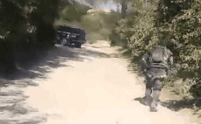 """VÍDEO, Momento en que sicarios de """"Los Viagras"""" emboscan a elementos de la Policía Michoacan"""