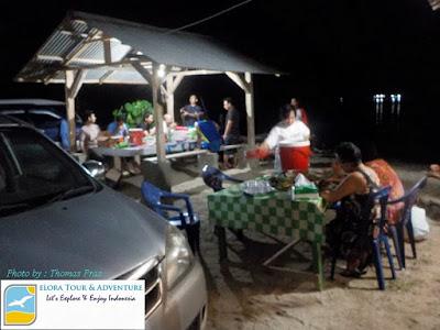 makan malam setelah hunting sunset pulau kiluan