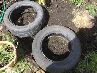 Hugelkultur in tyres