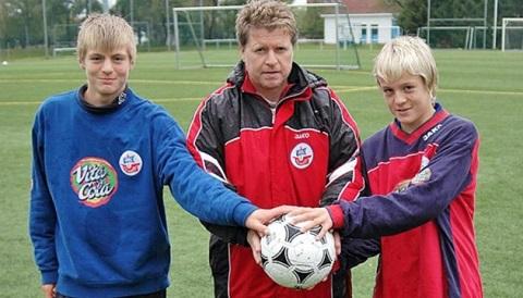 Cha con nhà Kroos khi cùng sinh sống tại Hansa Rostock