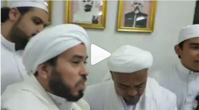 Video Habib Rizieq Nangis dan Cium Ulama Mekkah Gara-Gara Dijuluki Singa Allah