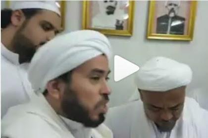 Video Habib Rizieq Nangis dan Cium Ulama Mekkah Gara-Gara Ini