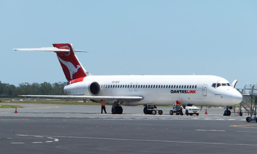 central queensland plane spotting qantaslink dash 8 q400. Black Bedroom Furniture Sets. Home Design Ideas