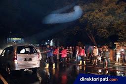 Mobil Terbakar di Jalan Diponegoro Pati Hebohkan Warga