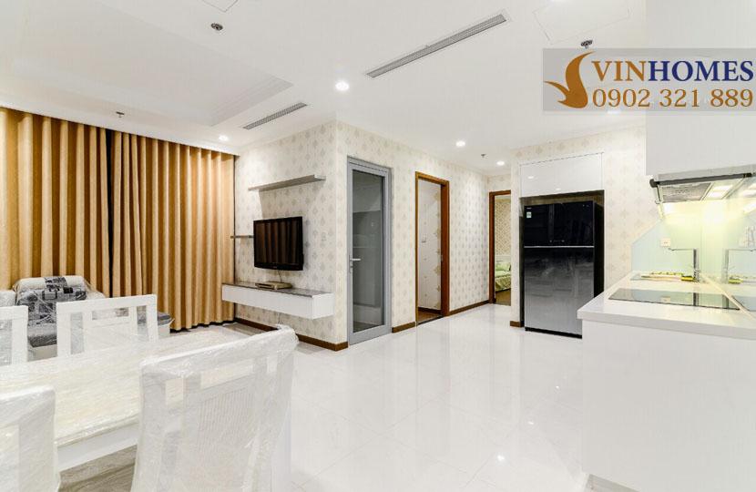 Vinhomes Landmark 1 cho thuê căn hộ chung cư 67m2  - phòng khách cạnh bếp
