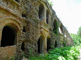 Тараканов. Форт. Разрушение стены казармы