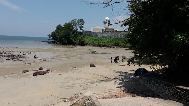 Pantai Sri Purnama