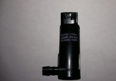 4.Mô tơ bơm nước rửa kính Mazda CX5, Mazda 6 mã GHP951811 giá 1.200.000đ