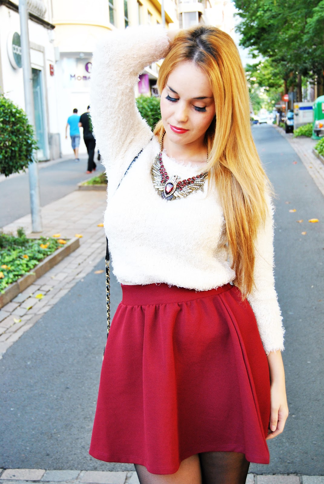 nery hdez, zara necklace, collar aguila de zara, burdeos