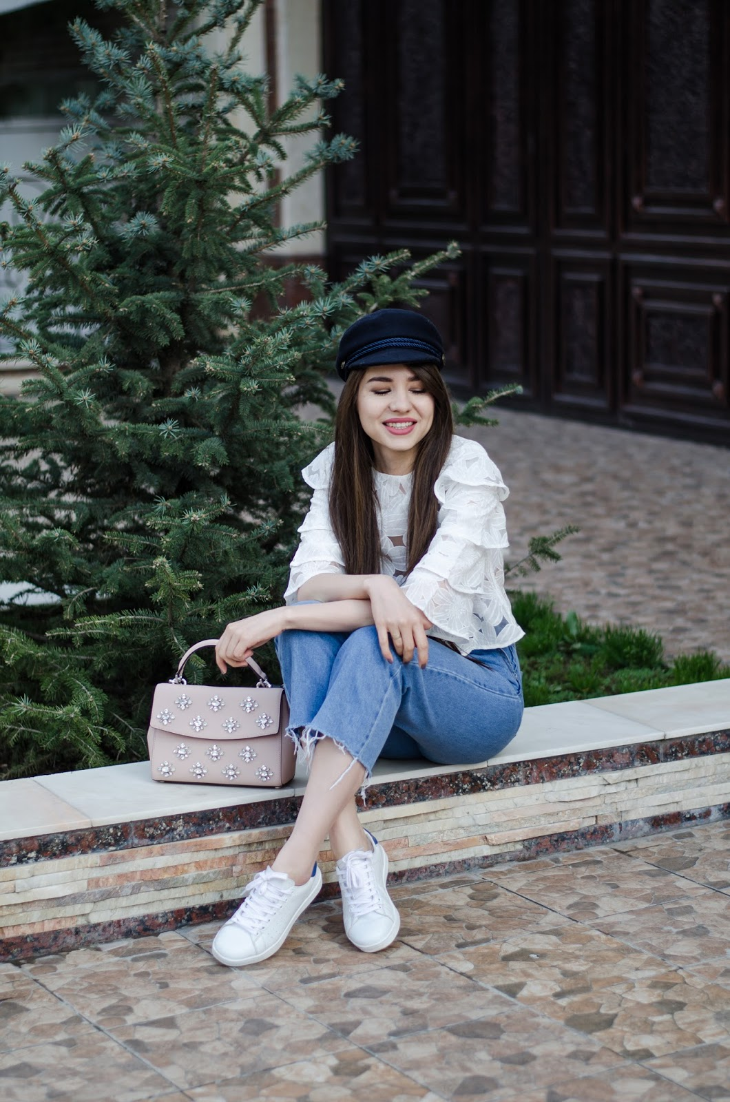 fashion blogger diyorasnotes diyora beta mom jeans white sneakers ruffles top cap michael kore bag