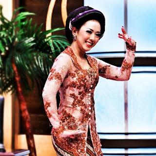 Model Baju Kebaya Artis Soimah