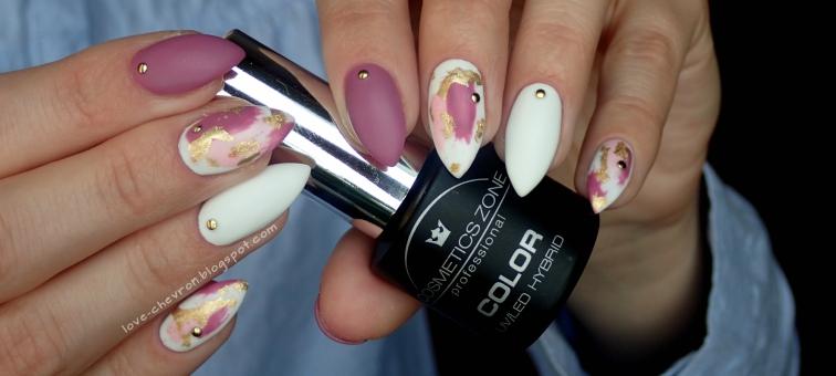 Brush stroke nail art   Cosmetics Zone   160 Dark Lilac   003 Intense White   F.O.X Pigment 288   Strong Base   Top Mat   folia metaliczna w kolorze żółtego złota   złote dźety    dry brush nail art