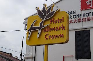 Tempat Menarik di Melaka : Hallmark Crown Hotel,  Banda Hilir dan Dataran Pahlawan