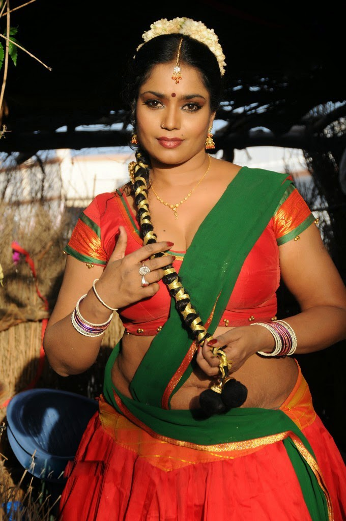 Telugu Old Age Actress Jayavani Spicy Navel Show Photos -6832