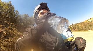 Parada para hidratação por causa do calor intenso.