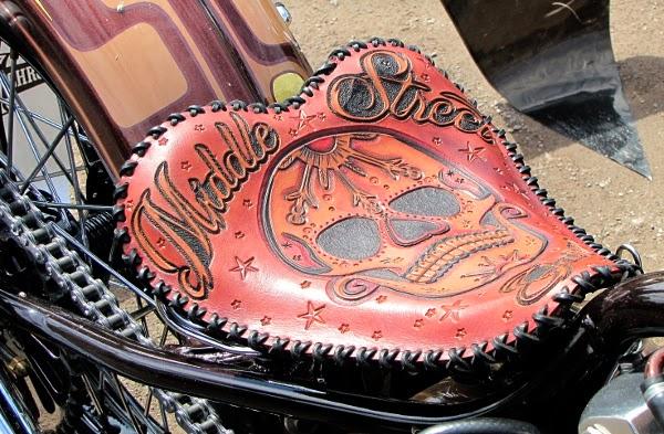 middle street sddle art motorbike kohokuvioitu kuvioitu nahka