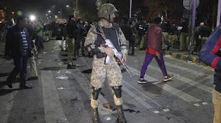 roadside-bomb-blast-kills-eight-soldiers-in-southwest-pakistan