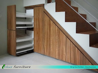 lemari bawah tangga dan rak sepatu