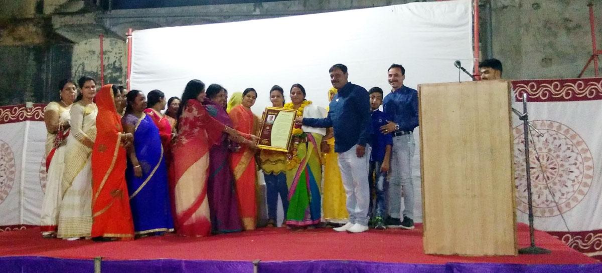 Farewell-organised-to-the-Electricity-Board-Raghuvanshi-विद्युत मंडल के अभियंता श्री रघुवंशी को सम्मानित कर दी गई विदाई