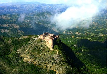 Citadelle la ferriere : au sommet d'une montagne en Haiti.