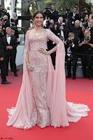 Sonam Kapoor looks stunning in Cannes 2017 006.jpg