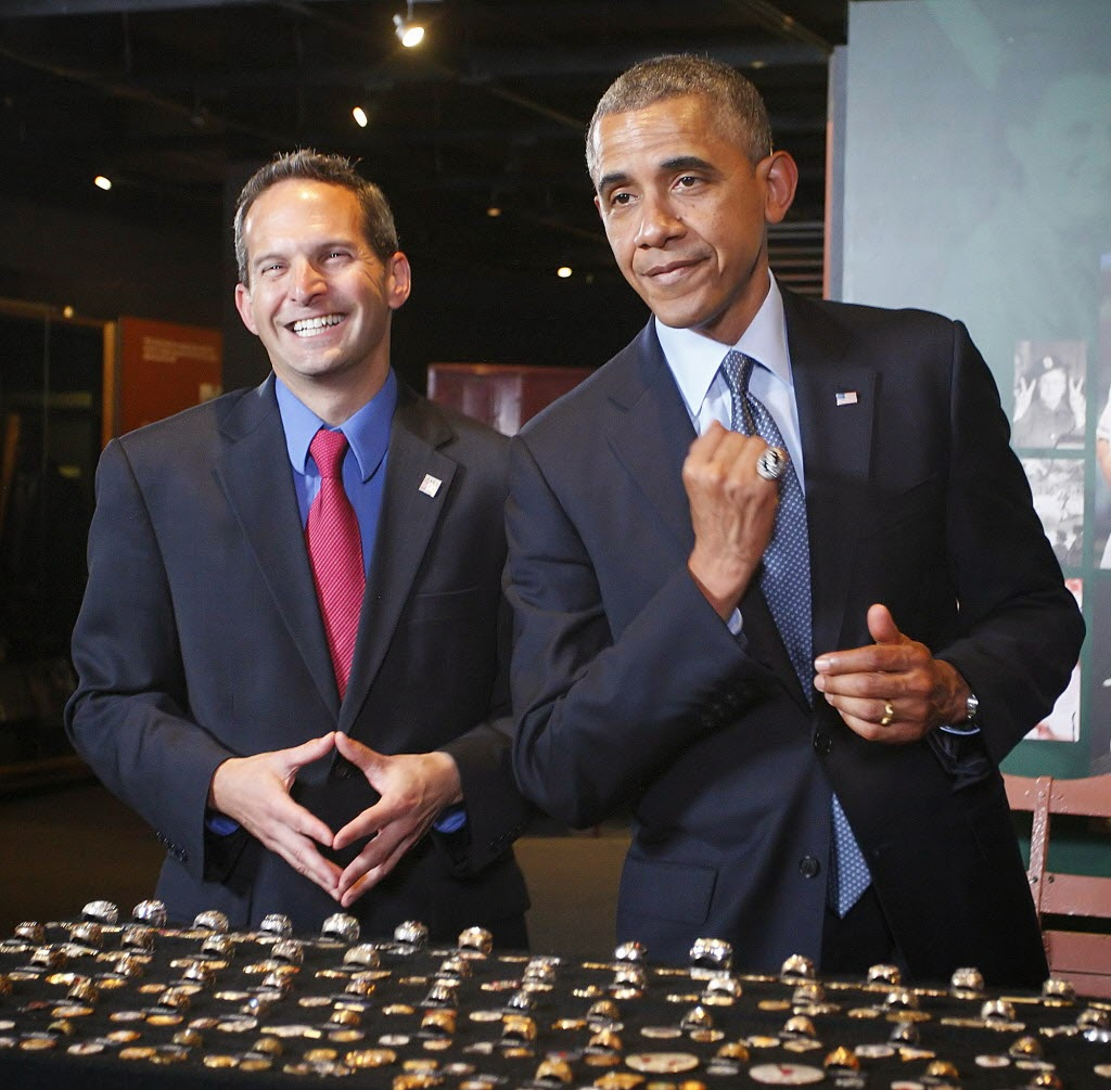 Jeff Idelson introduces President Obama to the National Baseball Hall of Fame Museum in Cooperstown (AP Photo)