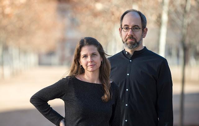 Almudena Carracedo y Robert Bahard directores de 'El Silencio de Otros'