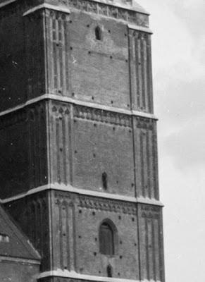 Glasnegativ der Münchener Frauenkirche um 1910 - Detail rechter Turm