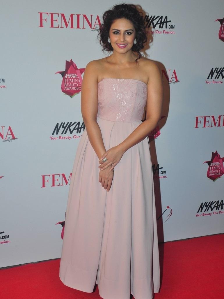 Hot Girl Huma Qureshi Stills In Pink Dress At Femina Beauty Awards