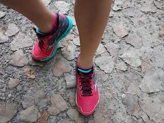 Coureuse pieds Mizuno chaussures de course