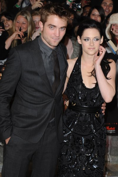 are rob pattinson and kristen stewart dating 2012