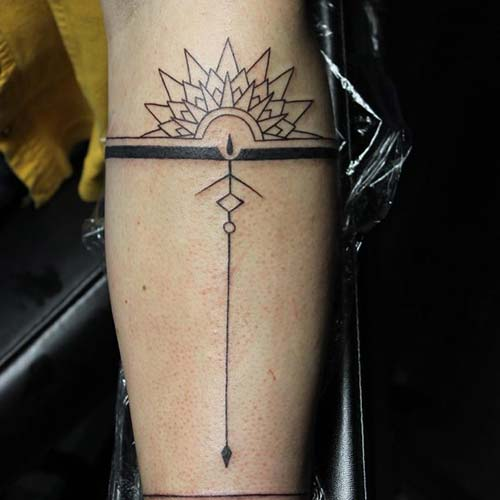 armband tattoo with arrow oklu kol bandı dövmesi