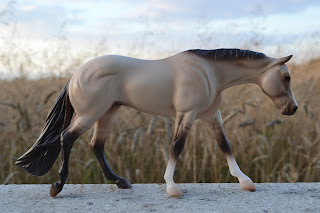 Breyer Classic 927 Dun Quarter Horse