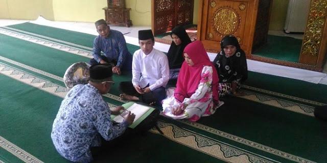 Tahanan Narkoba ini Menikah di Masjid Polda Riau
