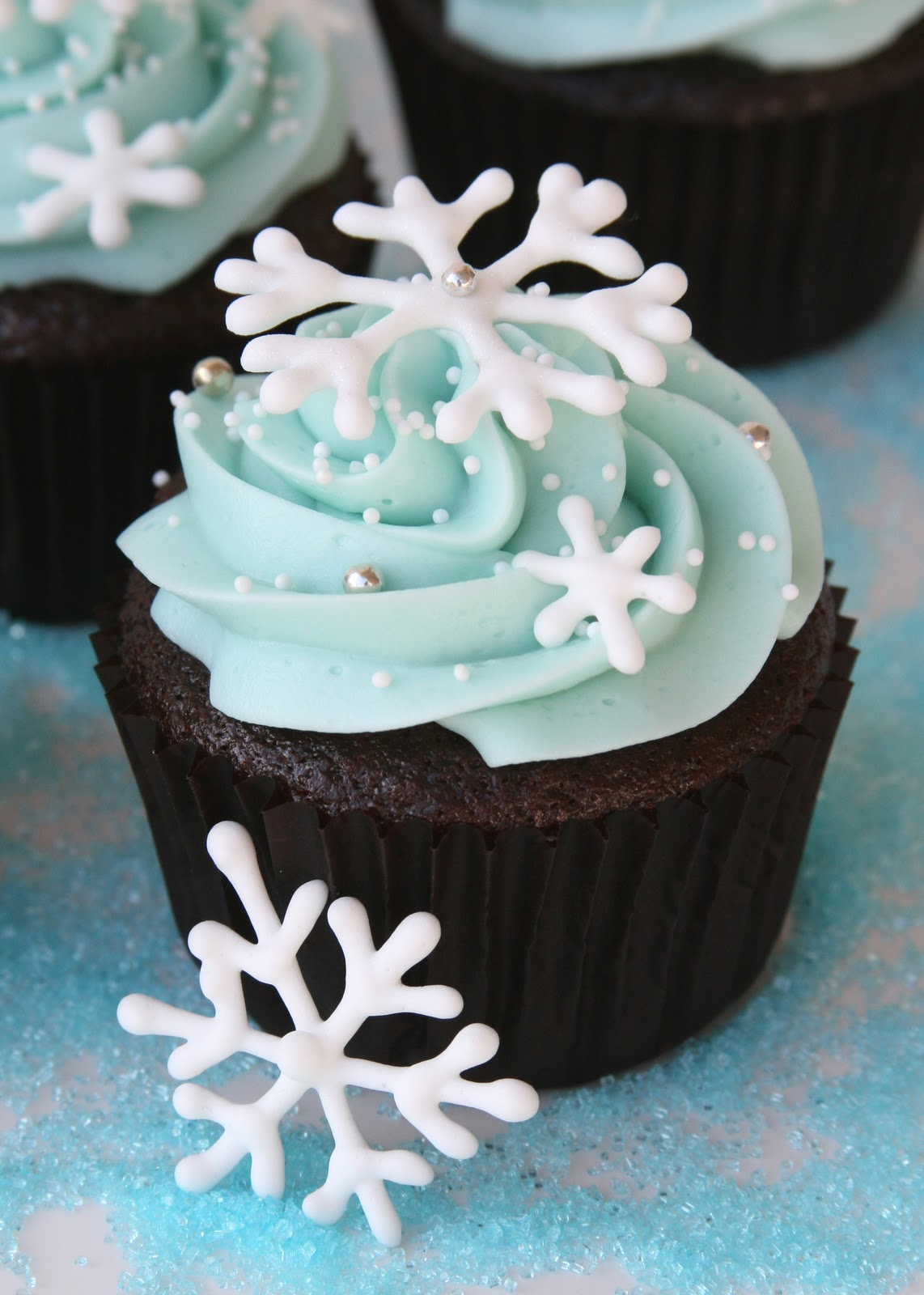 A Fun And Easy Christmas Cupcake Decorating Idea