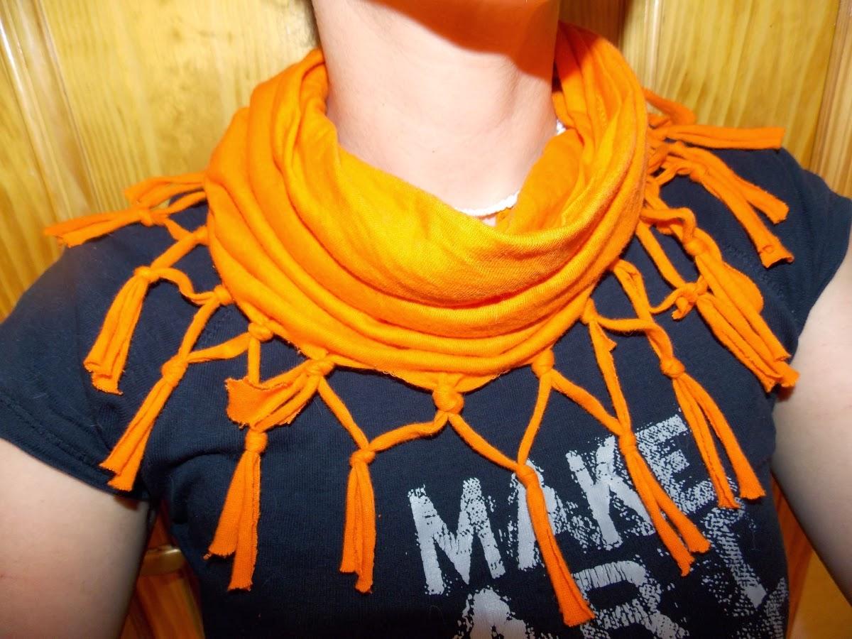 Bufanda con camiseta reciclada