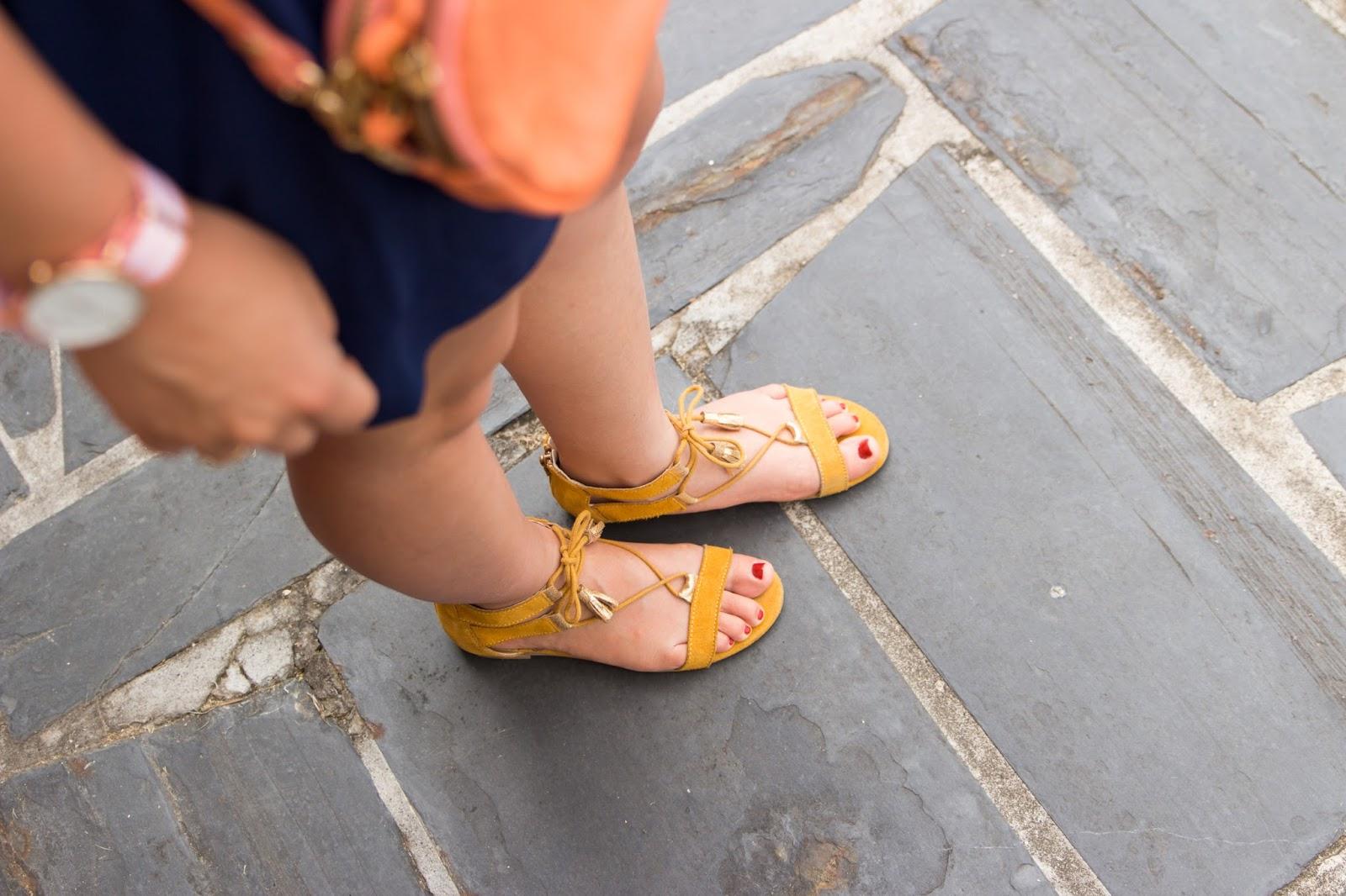 sandales jaune moutarde
