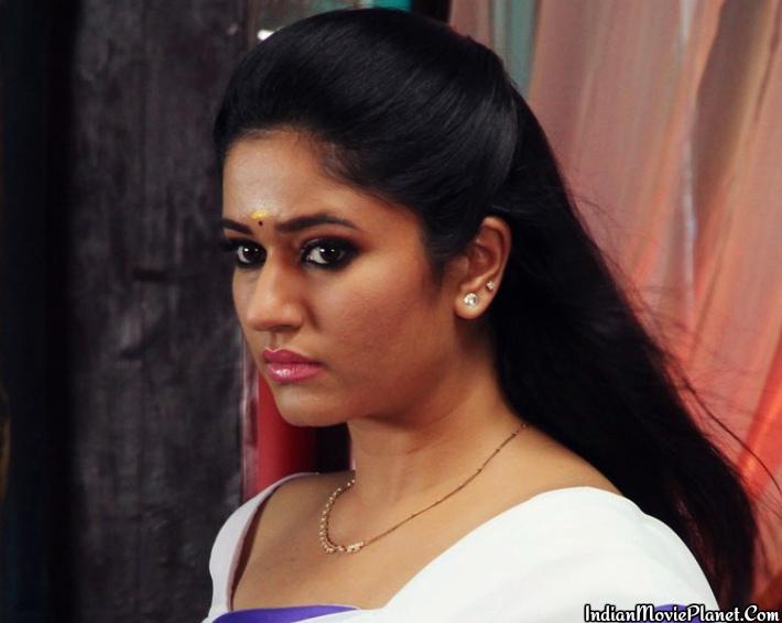 actress poonam bajwa white saree images