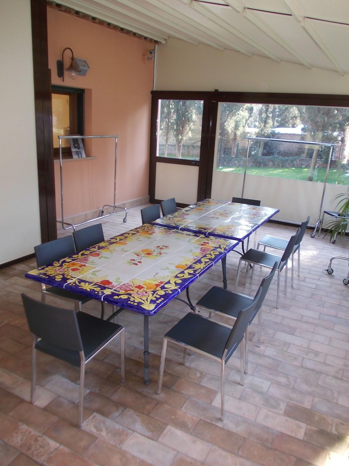 Tavoli Da Giardino In Ceramica Di Vietri.Vico Condotti Tavoli Da Interno E Da Giardino In Ceramica