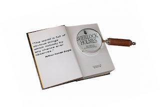 """книга,лупа,Шерлок Холмс """"Светът е пълен с очевидни неща, които никой никога не забелязва."""""""