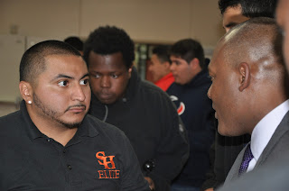 Lt. Finner offered one-on-one time with SHSU students.
